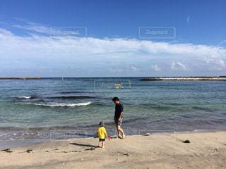 海,ツーショット,パパと息子