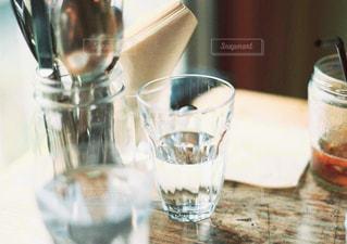 テーブル ワインのグラスの写真・画像素材[1285532]