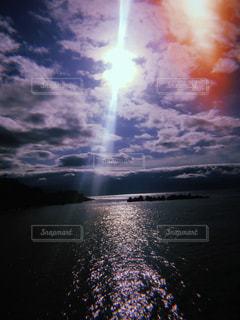 水体の空に雲の写真・画像素材[1284503]