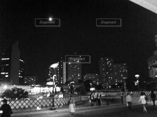 モノクロ,白黒,駅前,埼玉県,川口駅ロータリー,川口市