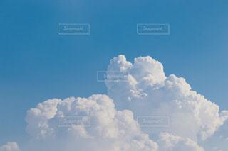 青空とふわふわ雲の写真・画像素材[2280297]