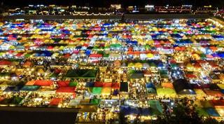 マーケットの夜景の写真・画像素材[926429]