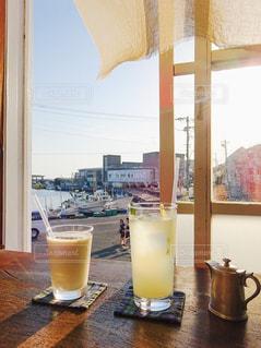 陽の当たるカフェの写真・画像素材[954595]