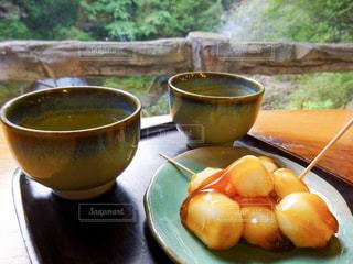 みたらし団子とお茶の写真・画像素材[1048294]