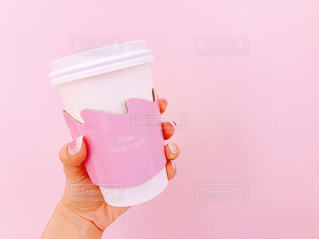 ピンクのシャツの女の子の写真・画像素材[846256]