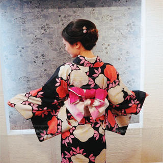 部屋に立っている女の子の写真・画像素材[1666420]