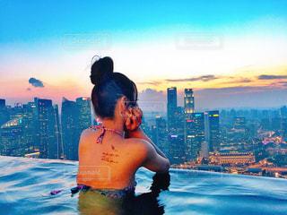 夏,海外,プール,後ろ姿,女子,人物,背中,人,後姿,旅行,シンガポール,ホテル