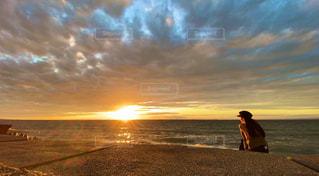 女性,風景,空,太陽,ビーチ,砂浜,夕暮れ,水面,海岸,光