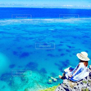 海の横にある水します。の写真・画像素材[900500]