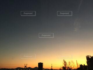 街に沈む夕日の写真・画像素材[975663]