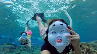 水のプールの女の子の写真・画像素材[825606]