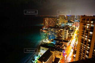 夜の街の景色の写真・画像素材[916047]
