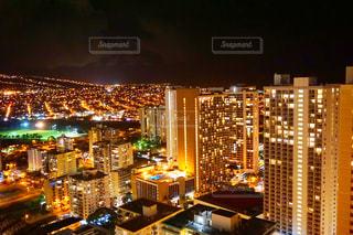 夜の街の景色の写真・画像素材[997669]