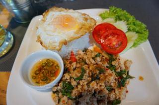 皿のご飯肉と野菜料理の写真・画像素材[1286764]
