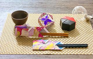 テーブルの上にコーヒーを一杯入れるの写真・画像素材[3142778]