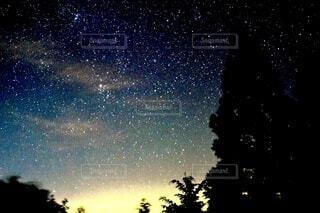満面の星空の写真・画像素材[4756075]