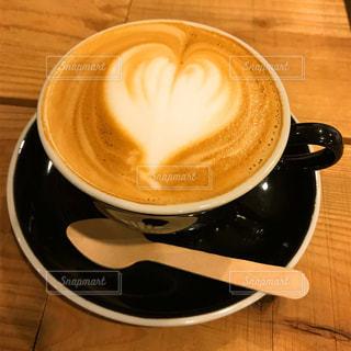 テーブルの上のコーヒー カップ - No.794403