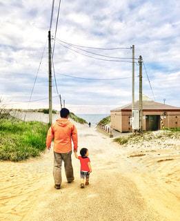 海,親子,散歩,子供,パパ,男の子,父,子,手つなぎ,お父さん