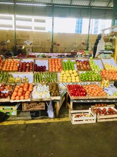 新鮮な食材でいっぱいのアゼルバイジャンの市場の写真・画像素材[2350458]