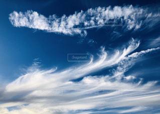 風の中の雲の写真・画像素材[2412312]