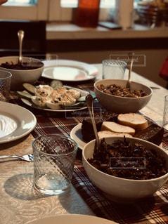食卓,屋内,海外,ヨーロッパ,レトロ,パン,食器,キノコ,卵,フィルム,雰囲気,カラー,夕飯,加工,フィルム写真,ベラルーシ,ミンスク,黒パン,ザクースカ,フィルムフォト