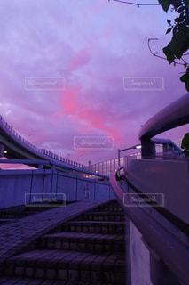 夕暮れの歩道橋の写真・画像素材[2206772]