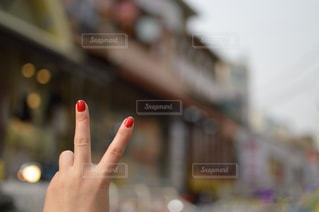 携帯電話を持つ手の写真・画像素材[748556]