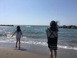 春、海、姉妹の写真・画像素材[1159214]