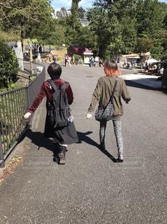 歩く,散歩,お出かけ,いい天気,ツーショット,歩幅