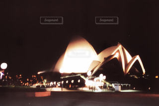 夜のオペラハウスの写真・画像素材[804928]