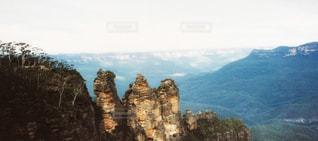 岩が多い山のビューの写真・画像素材[809904]