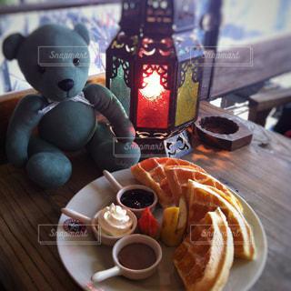 テーブルの上のコーヒー カップ - No.889052
