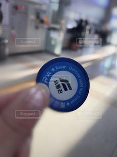 韓国のコイン型の切符の写真・画像素材[2081517]