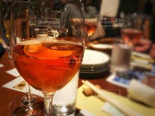 夜,パーティ,屋内,イベント,ワイン,グラス,乾杯,ドリンク,赤ワイン,ピアノコンサート