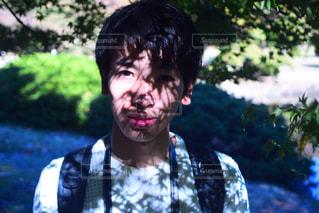 男性,自然,カメラ,紅葉,木,緑,影,木漏れ日,デジタル,男性写真