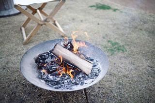 グランピング施設で宿泊した際の焚き火の写真・画像素材[2369269]