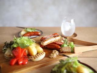 食べ物,食事,ランチ,テーブル,メニュー,野菜,おうちカフェ,ソーセージ,つまみ,ライフスタイル,ホームパーティー,昼ごはん,アンバサダー,パーティーメニュー,インスタ映え,お酒のお供,ジョンソンヴィル