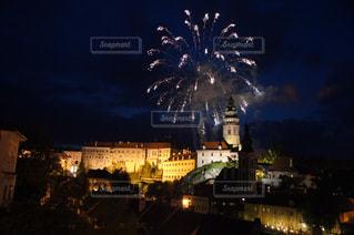 都会の夜の花火の写真・画像素材[1215486]