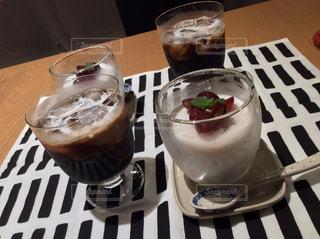 アイスコーヒーとミルクプリンの写真・画像素材[1454709]