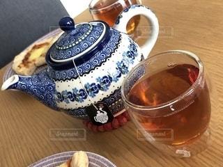 テーブルの上の紅茶1杯の写真・画像素材[2685127]
