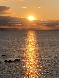 自然,風景,海,空,屋外,太陽,水面,海岸,オレンジ,光,日の出,初日の出