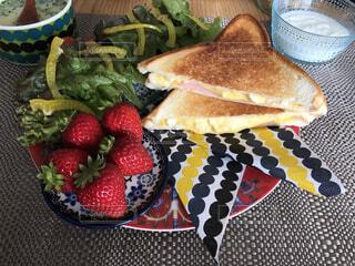 食べ物,カフェ,朝食,屋内,果物,リラックス,サラダ,ホットサンド,おうちカフェ,おうち,ライフスタイル,イチゴ,おうち時間