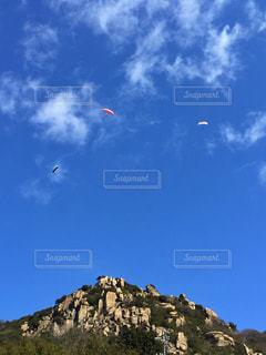 空に凧の飛行の人々 のグループ - No.1135285