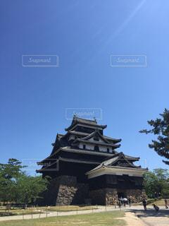 建物の前に時計塔の写真・画像素材[1315594]
