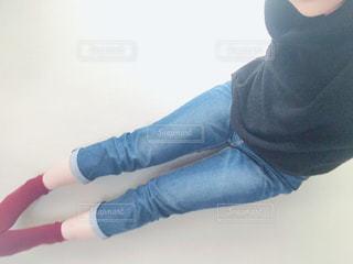 女性,ファッション,冬,自撮り,赤,青,黒,ジーンズ,ニット,靴下,くつした,タートル,冬服,冬コーデ