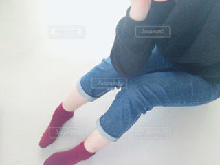 女性,ファッション,自撮り,赤,青,黒,ジーンズ,ニット,靴下,くつした,タートル,冬服,冬コーデ