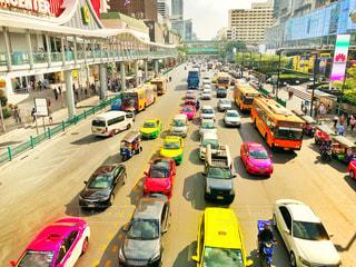 風景,街並み,ビル,海外,車,道路,バイク,景色,道,自動車,バス,タイ,海外旅行,バンコク,町並み,渋滞,交通,ロード,交通量