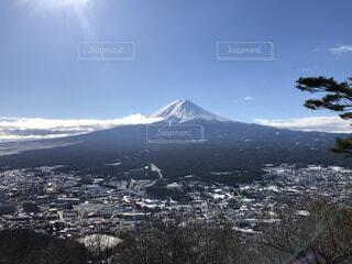 山梨から見た、山の上からの富士山の写真・画像素材[4063983]