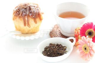 ほうじ茶とマロンケーキの写真・画像素材[1056582]