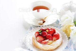 飲み物,ケーキ,パン,いちご,フルーツ,果物,お茶,紅茶,ドリンク,ストロベリー,ペストリー,カフェ料理